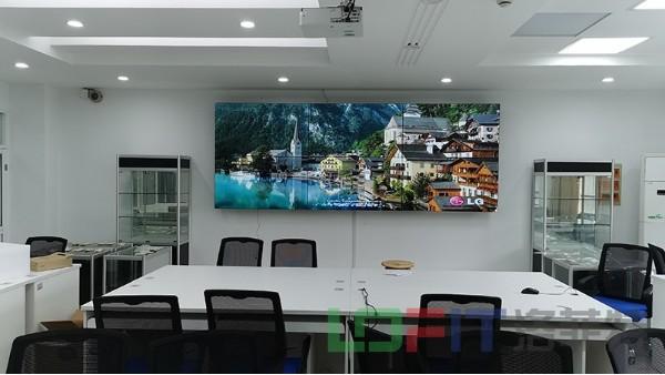 洛菲特拼接屏应用于上海商学院智能营销实训教学系统